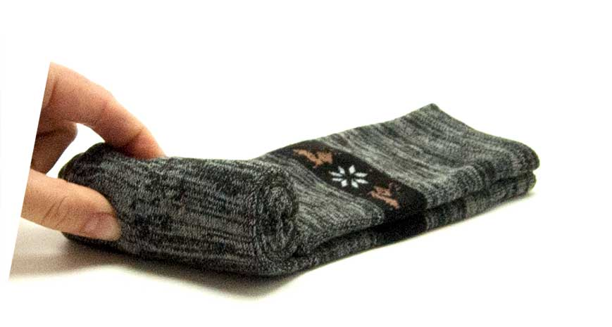 Enrollar calcetines con compresión paso 3