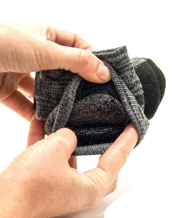 Enrollar calcetines con compresión paso 5
