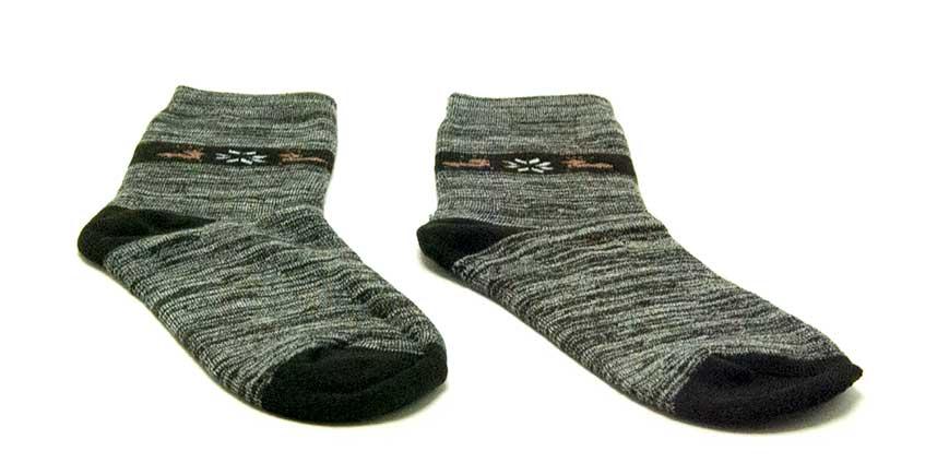 Enrollar calcetines con compresión